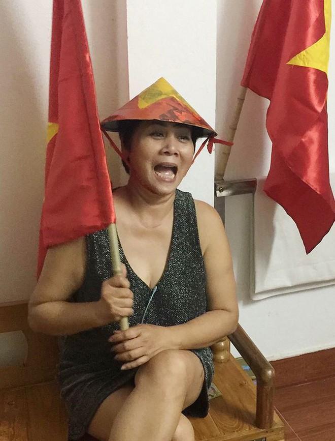 Quỳnh búp bê thả thính Công Phượng khi Việt Nam thắng Philippines - Ảnh 4.