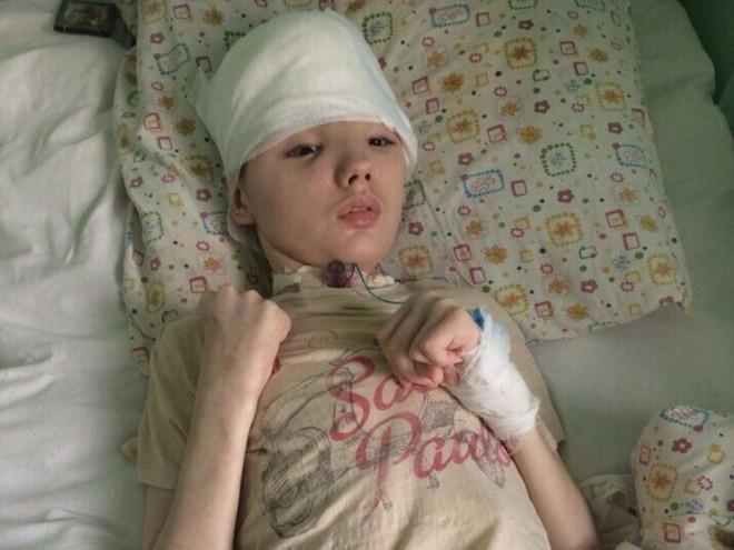Chống trả tên hàng xóm cưỡng hiếp mẹ, cậu học sinh bị đánh mất nửa hộp sọ, mẹ đau đớn không dám đến thăm con - Ảnh 7.