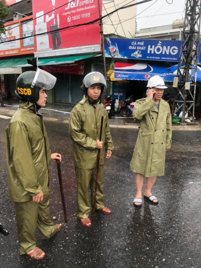 24 giờ Đà Nẵng hỗn loạn trong mưa ngập - Ảnh 5.