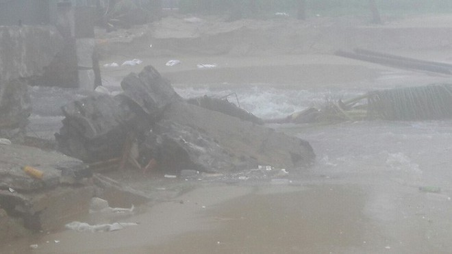 24 giờ Đà Nẵng hỗn loạn trong mưa ngập - Ảnh 3.