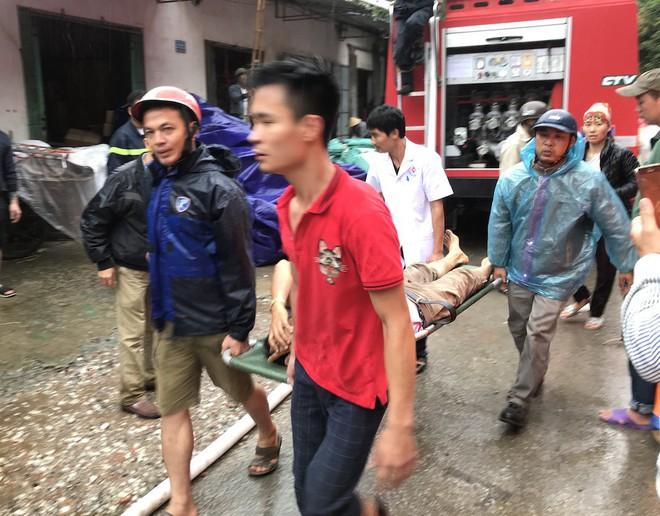 Cháy kinh hoàng ở chợ Vinh, hàng nghìn người và công an mướt mồ hôi cứu hàng - Ảnh 9.