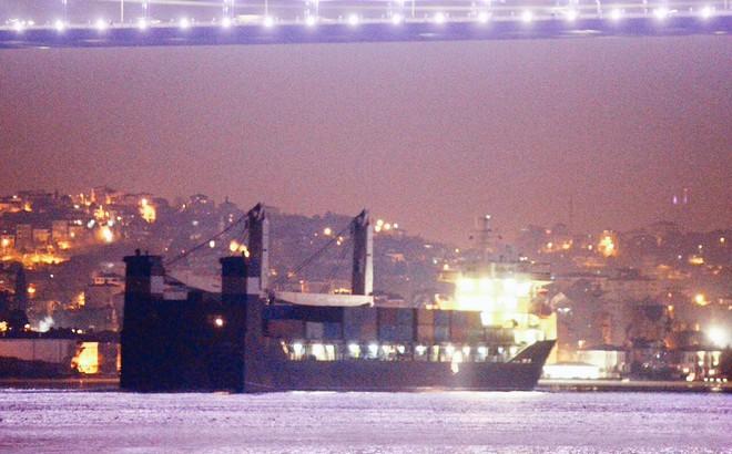 Nga cấp tốc lập cùng lúc 2 cầu tiếp viện hàng không và hàng hải cho Syria: Sắp đánh lớn?
