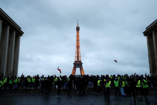 Paris của Pháp tiếp tục hỗn loạn trong đợt biểu tình thứ 4 - Ảnh 9.