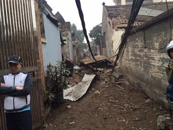 Hiện trường vụ nổ làm 2 người chết, 7 người bị thương, nhiều nhà dân bị tốc mái - Ảnh 7.