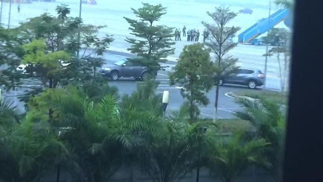 Video: Đoàn xe chở Vũ nhôm từ sân bay Nội Bài - Ảnh 1.