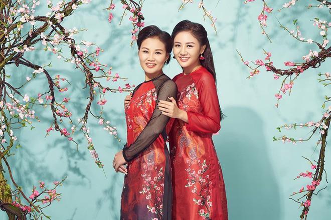 Văn Mai Hương khoe mẹ ruột trẻ trung, xinh đẹp - Ảnh 2.