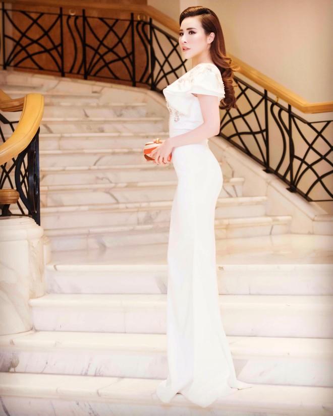 Ngắm hoa hậu Hoàng Dung kiều diễm và sang trọng - Ảnh 2.