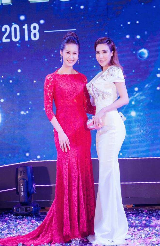 Ngắm hoa hậu Hoàng Dung kiều diễm và sang trọng - Ảnh 1.