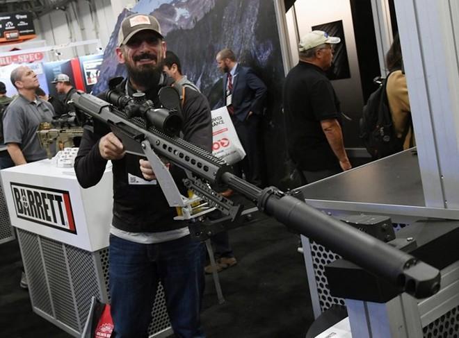 Những khẩu súng đáng sợ nhất tại triển lãm vũ khí SHOT - Ảnh 1.