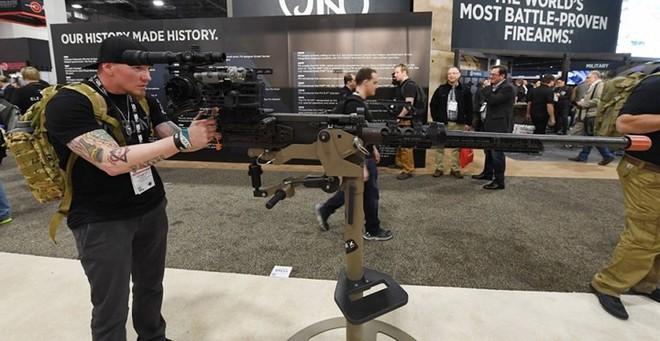 Những khẩu súng đáng sợ nhất tại triển lãm vũ khí SHOT - Ảnh 2.