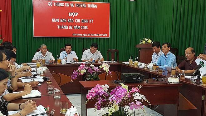 Kiên Giang họp báo thông tin vụ 'bêu danh' mua bán dâm - Ảnh 1.