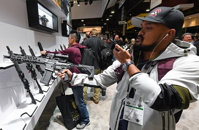 Những khẩu súng đáng sợ nhất tại triển lãm vũ khí SHOT - Ảnh 18.