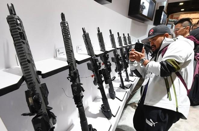 Những khẩu súng đáng sợ nhất tại triển lãm vũ khí SHOT - Ảnh 19.
