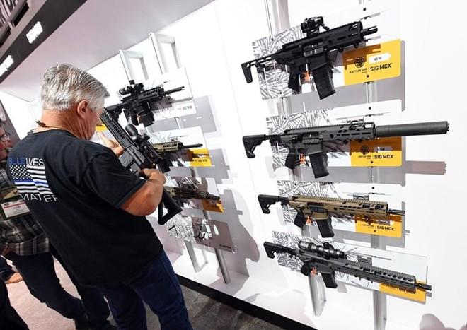 Những khẩu súng đáng sợ nhất tại triển lãm vũ khí SHOT - Ảnh 5.