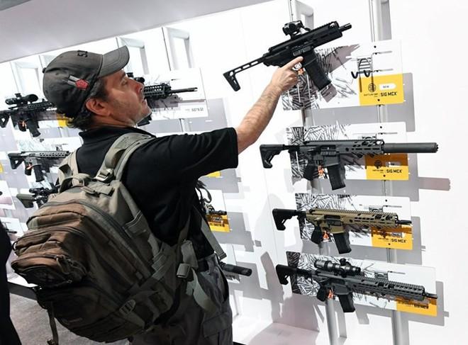 Những khẩu súng đáng sợ nhất tại triển lãm vũ khí SHOT - Ảnh 6.