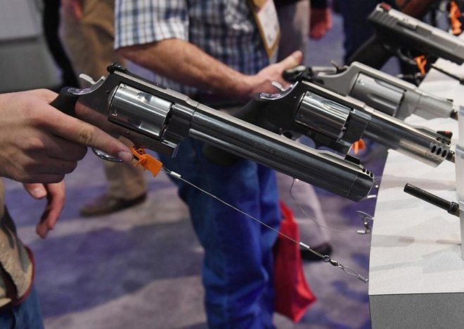 Những khẩu súng đáng sợ nhất tại triển lãm vũ khí SHOT - Ảnh 7.