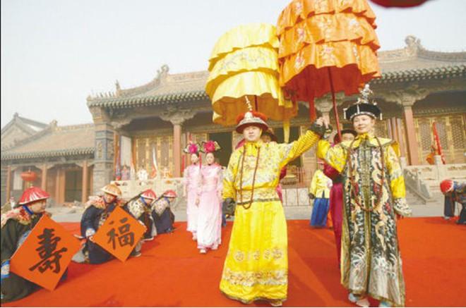 Những nghi thức đón Tết trong hoàng tộc nhà Thanh - Ảnh 1.