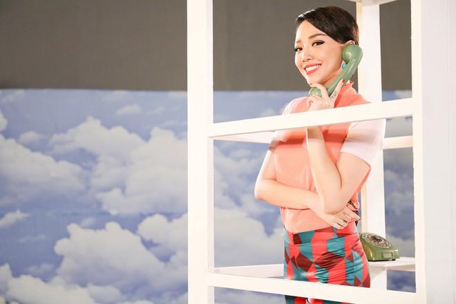 Tóc Tiên đầy lạ lẫm khi mặc đồ hiệu, hóa quý cô thập niên 60  - Ảnh 8.