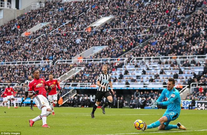 Cái dớp ghê gớm của Mourinho và Sanchez hạ sát Man United đớn đau - Ảnh 3.