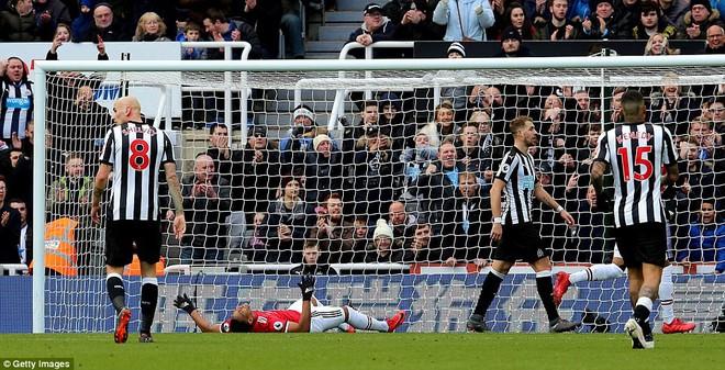 Cái dớp ghê gớm của Mourinho và Sanchez hạ sát Man United đớn đau - Ảnh 8.