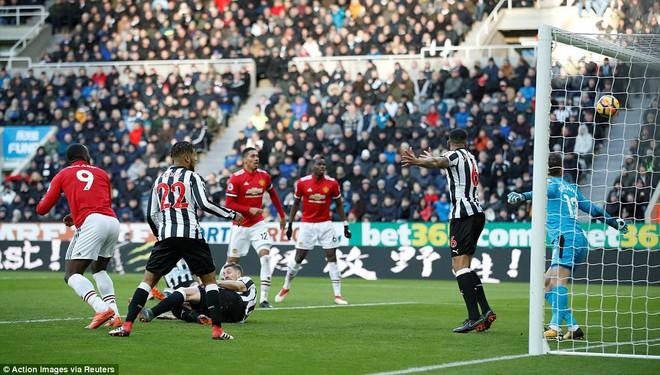 Cái dớp ghê gớm của Mourinho và Sanchez hạ sát Man United đớn đau - Ảnh 9.