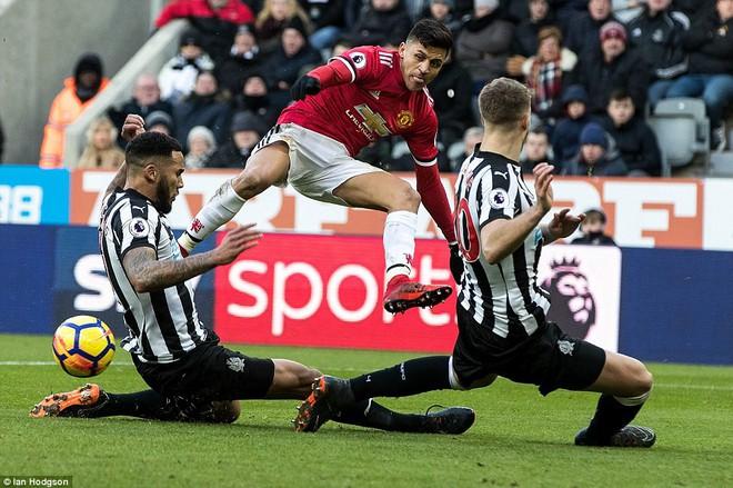 Cái dớp ghê gớm của Mourinho và Sanchez hạ sát Man United đớn đau - Ảnh 10.