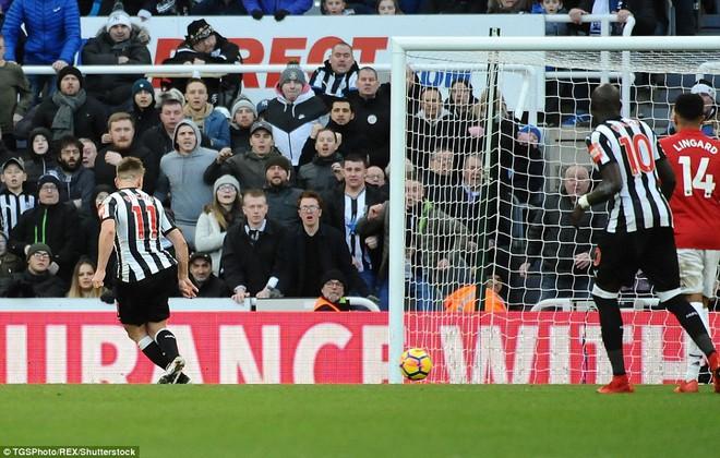 Cái dớp ghê gớm của Mourinho và Sanchez hạ sát Man United đớn đau - Ảnh 18.