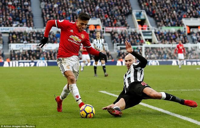 Cái dớp ghê gớm của Mourinho và Sanchez hạ sát Man United đớn đau - Ảnh 20.