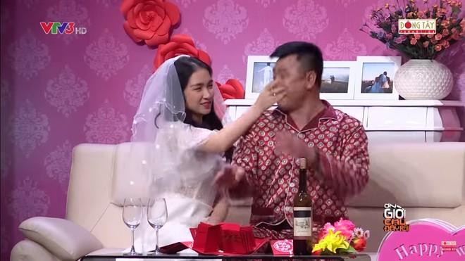 Hòa Minzy bật khóc khi bị nhắc về quá khứ với Công Phượng  - Ảnh 3.
