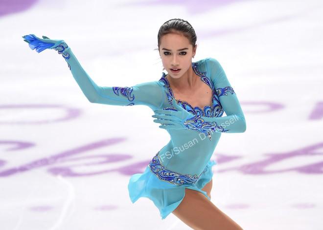 Bông hồng Nga Medvedeva phá kỷ lục thế giới ở Olympic mùa đông - Ảnh 2.