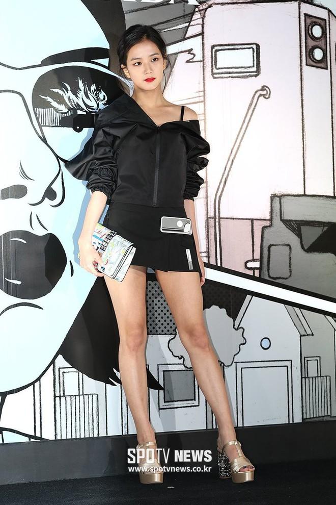 Cách khoe dáng của mỹ nhân Black Pink nhà YG quyền lực: Bó, cộc hết cỡ để không lộ 1% mỡ thừa - Ảnh 15.