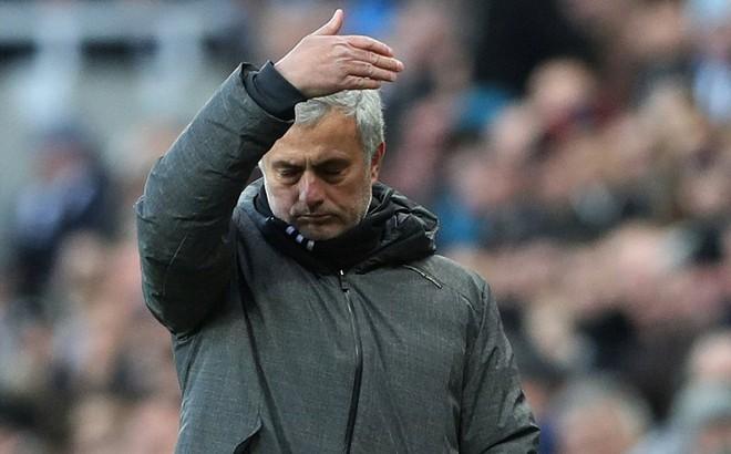 """Gọi đối phương là """"những con thú"""", Mourinho dùng """"tuyệt đẹp"""" để mô tả chiến bại"""
