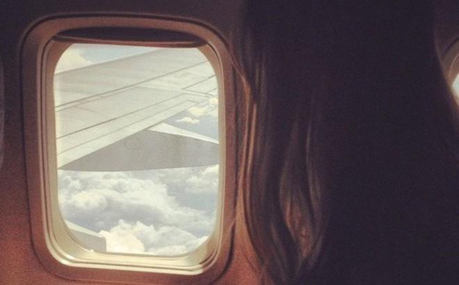 Đi máy bay cũng nên dùng kem chống nắng nếu không muốn bi kịch này xảy ra