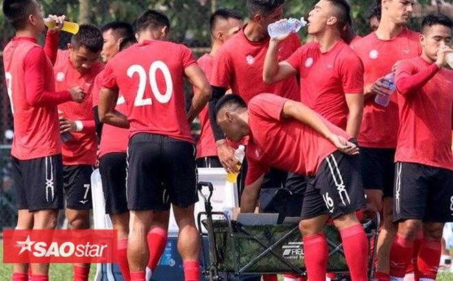 Đội bóng của Công Vinh được thưởng Tết bằng tiền và nước ngọt