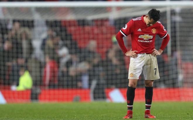 """""""Mối tình"""" Man United - Sanchez: Lợi còn chưa thấy, mà răng """"sứt"""" rồi!"""