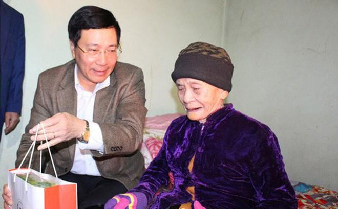 Phó Thủ tướng Phạm Bình Minh thăm, tặng quà Tết tại tỉnh Thái Nguyên
