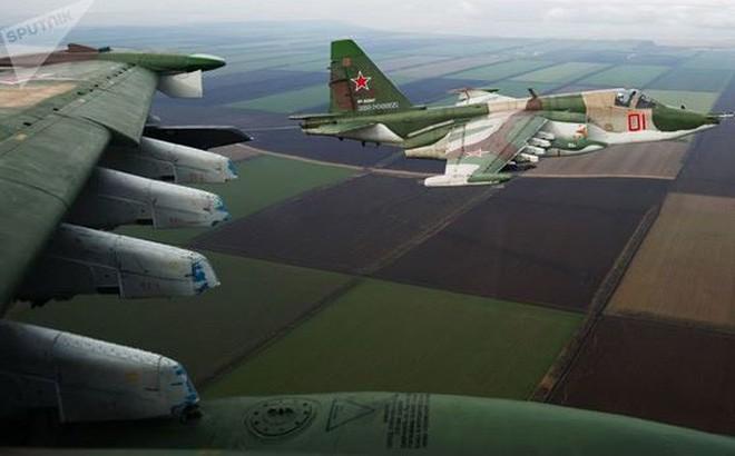 """Su-25 Nga mới """"bất khả xâm phạm"""" trước tên lửa phòng không"""