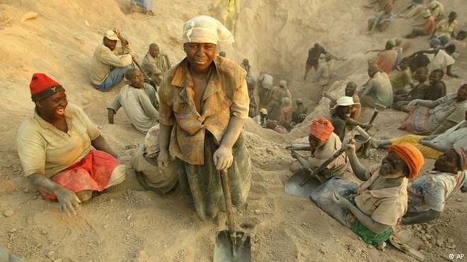 Bi kịch châu Phi: Giàu của cải nhưng đang bị thế giới đánh cắp - Ảnh 1.