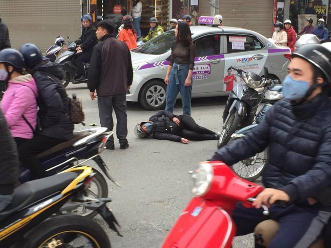 Ba ô tô đâm nhau liên hoàn trên phố chiều 28 tết làm nhiều người bị thương - Ảnh 5.