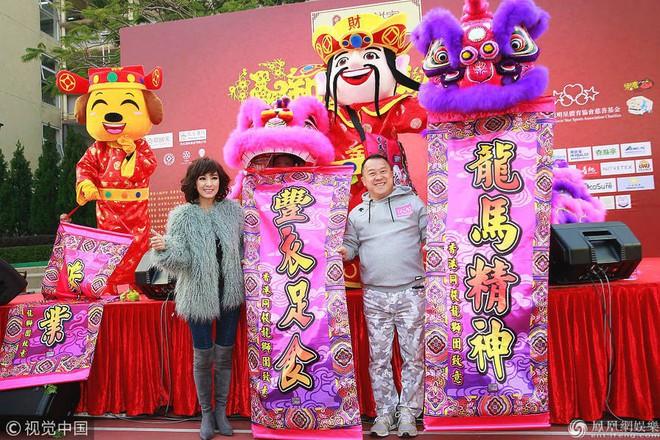 Hậu bê bối lạm dụng tình dục nghệ sĩ nữ, Tăng Chí Vỹ vẫn tươi cười và đắt sô sự kiện - Ảnh 1.
