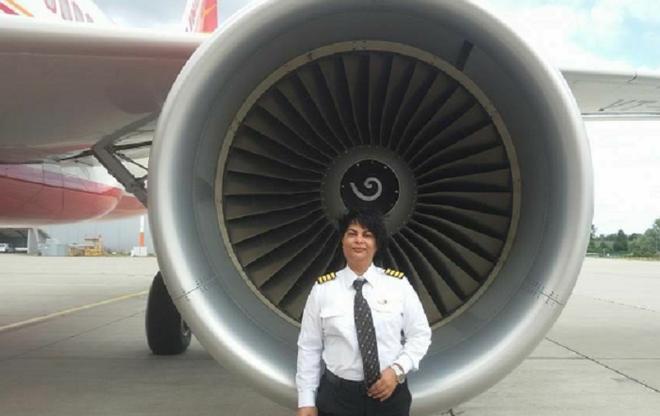 Nữ phi công ngăn chặn vụ 2 máy bay đâm nhau trên không, cứu sống gần 300 người - ảnh 1