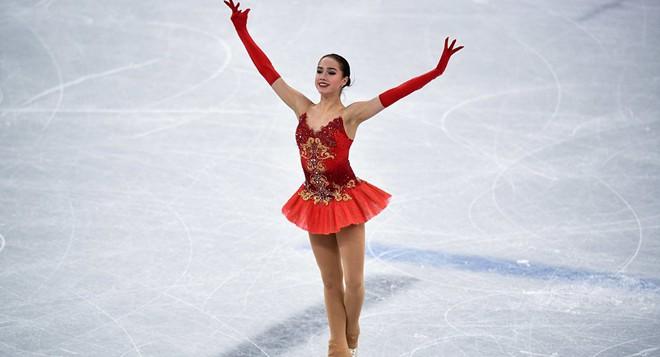 Nữ hoàng sân băng 15 tuổi tỏa sáng rực rỡ trong lần đầu tham dự Olympic mùa Đông - Ảnh 9.