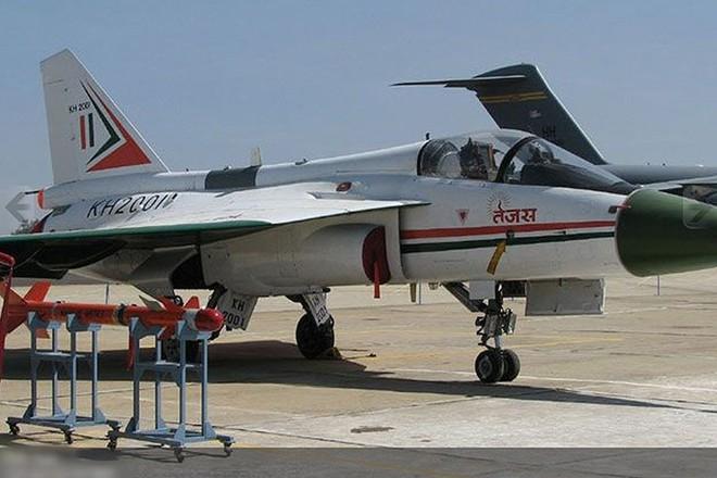 Ảnh: Hỏa lực đáng gờm của máy bay tiêm kích đa nhiệm Ấn Độ Tejas - Ảnh 7.