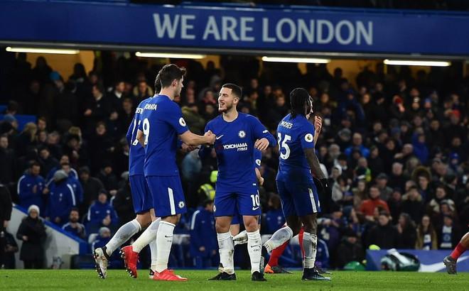 """""""Hồi sinh"""" đúng lúc quan trọng, Chelsea khiến Barca lo lắng"""