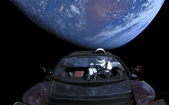 Trên chiếc Tesla mà Elon Musk vừa phóng lên Vũ trụ, có một kiện hàng bí mật có thể tồn tại cả tỷ năm