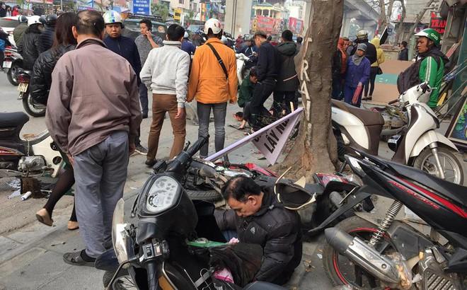 Ba ô tô đâm liên hoàn trên phố chiều 28 Tết làm nhiều người bị thương