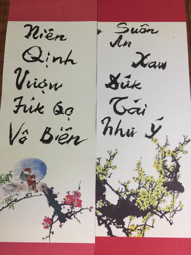 PGS Bùi Hiền chuyển đôi câu đối Tết sang ngôn ngữ Tiếw Việt - Ảnh 1.