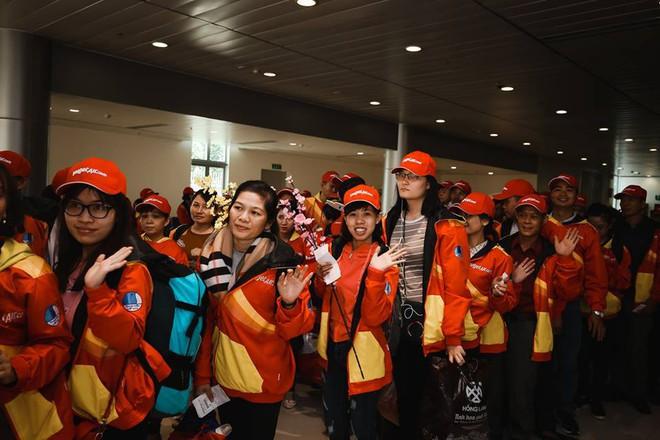 Những cuộc gặp gỡ Bắc - Nam của công nhân nghèo chiều 29 Tết - Ảnh 5.