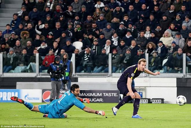 Sát thủ 90 triệu đá hỏng penalty, ông lớn nước Ý lãnh đòn đau từ Tottenham - Ảnh 2.
