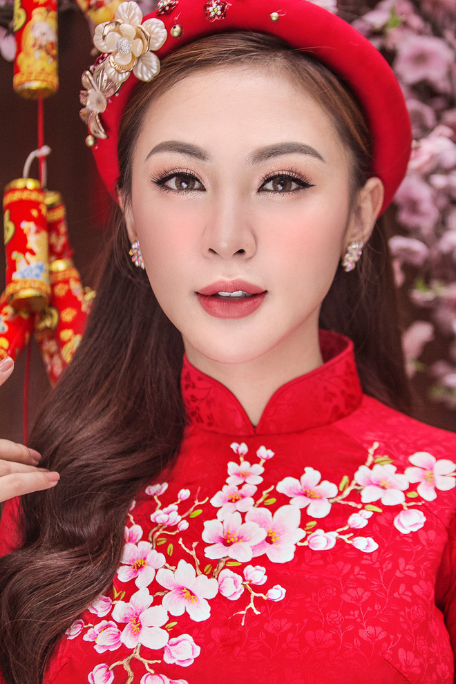 Kelly Nguyễn rủ bạn thân Lilly Luta diện áo dài đi dạo phố cuối năm - ảnh 6